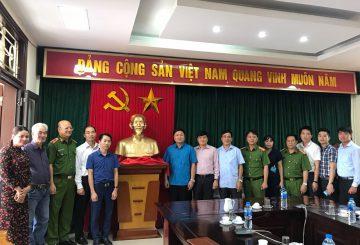 Đồ đồng việt tặng quà học sinh nghèo vượt khó tại Yên lập, Phú thọ