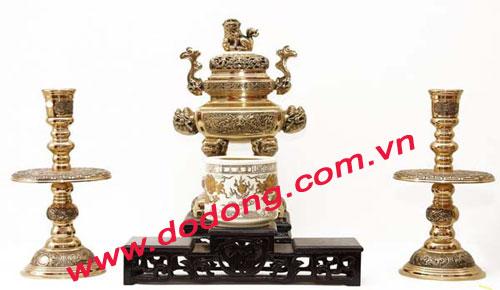 Đỉnh thờ tam sự bằng đồng vàng hình vuông