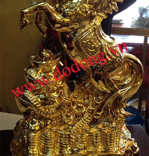 Ngựa đứng núi tiền vàng - quà tài lộc năm mới
