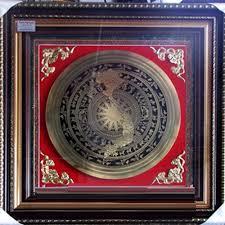 Tranh mặt trống đồng khắc hình bản đồ việt nam đk 40cm khung 70cm