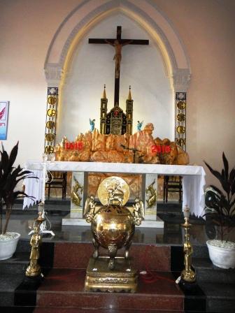 Bộ đỉnh đồng công giáo bày nhà thờ thiên chúa