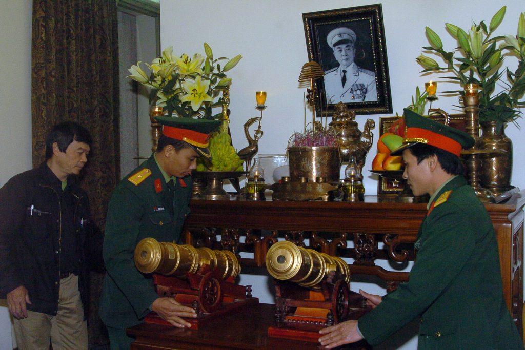 bàn thờ đại tướng võ nguyên giáp