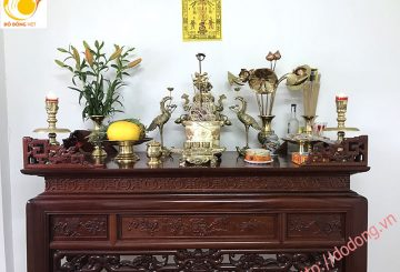 Đỉnh đồng bày trước hay sau bát hương trên bàn gia đình