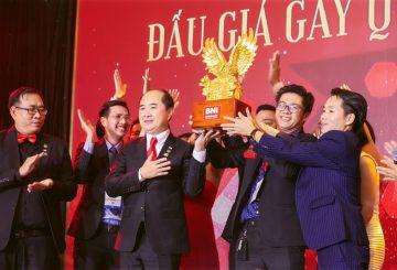 Cuộc đấu giá quyết liệt giữa các thành viên BNI Việt Nam với số tiền 300 triệu đồng để làm từ thiện