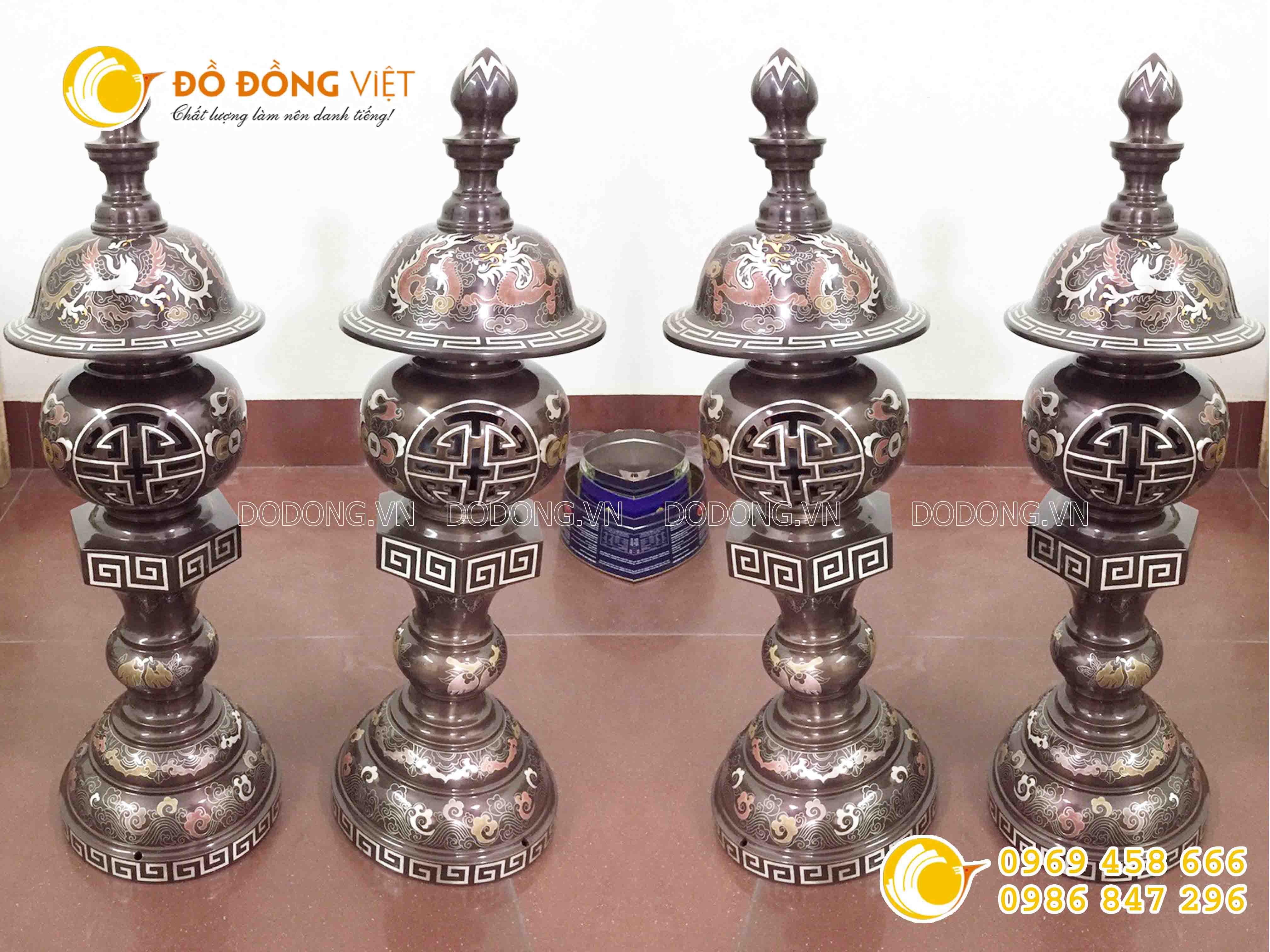 Đôi đèn đồng thờ cúng bằng đồng khảm ngũ sắc0