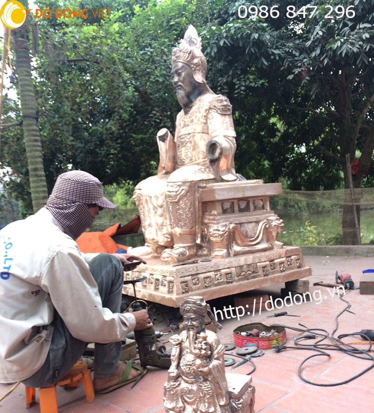 Qúa trình sửa nguội bức tượng quan trần triều cao 180cm nặng 700kg