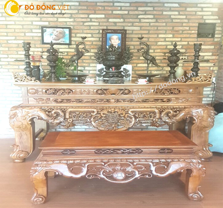 Bày trí bàn thờ cúng tổ tiên bộ lư hun màu trầm tạo không gian phòng thờ ấm cúng