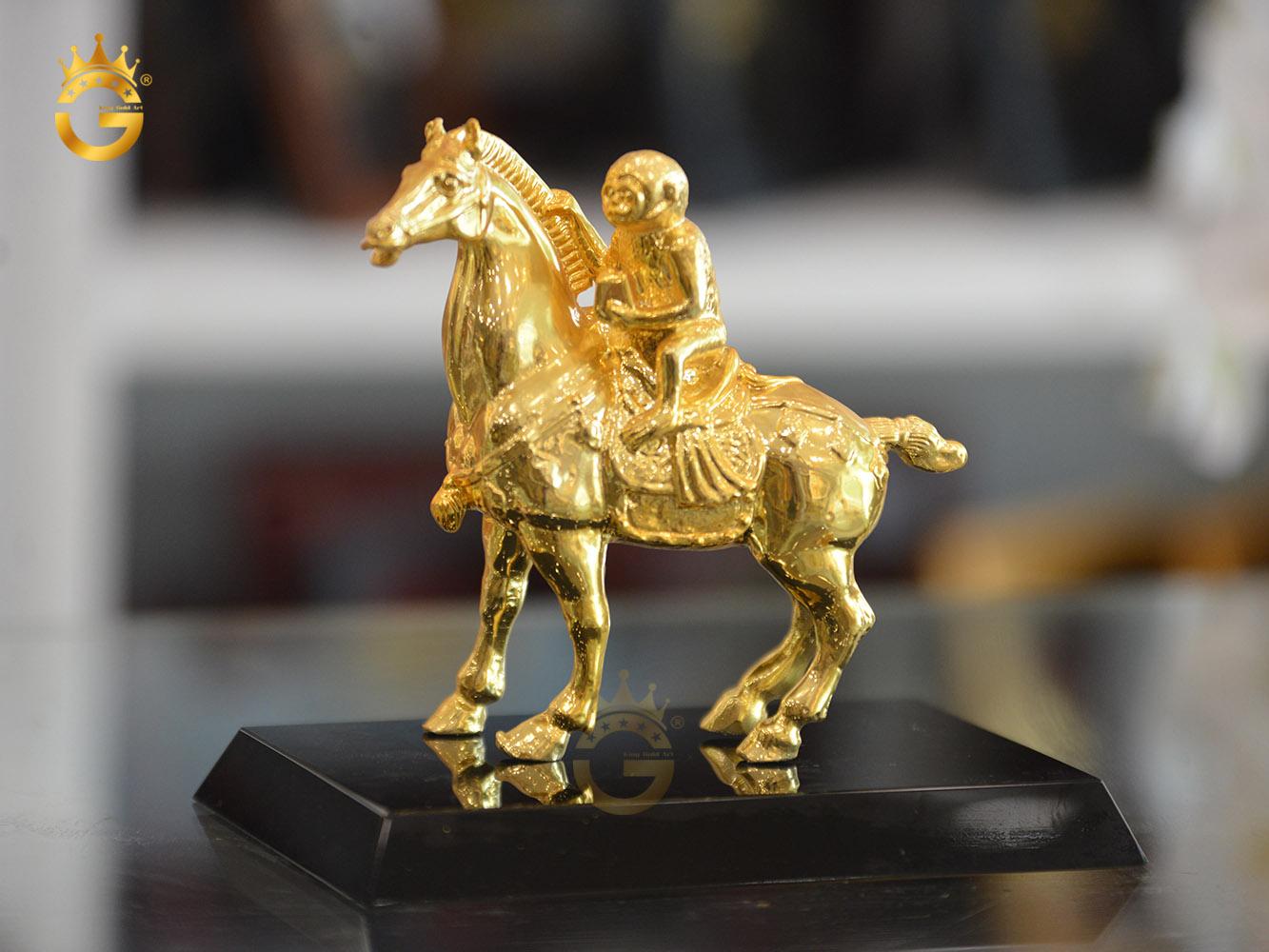 Tượng mã thượng phong hầu mạ vàng 24k làm quà tặng sếp nam thăng chức0