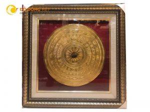 Tranh mặt trống đồng mạ vàng dk 40cm cả khung là 60×60