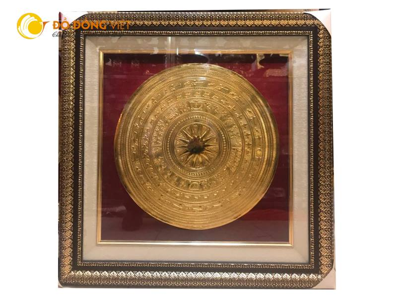 Tranh mặt trống đồng mạ vàng dk 40cm cả khung là 60×600