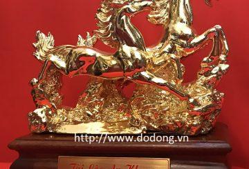 Đặt tượng ngựa bằng đồng trên bàn làm việc để thăng tiến công danh