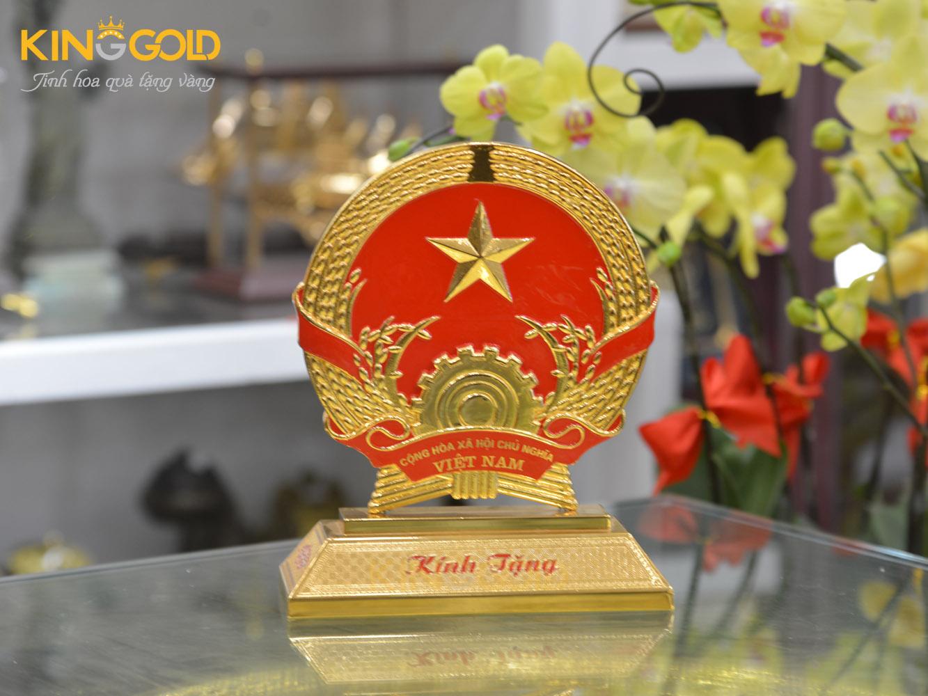 Quốc huy Việt Nam bằng đồng cỡ nhỏ để bàn0