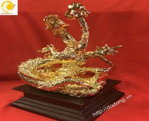 Tượng rồng dâng ngọc mạ vàng,rồng phong thủy để bàn làm việc