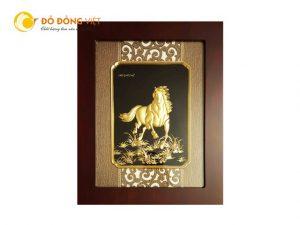 Quà tặng dành cho khách nước ngoài, Tranh ngựa dát vàng lá