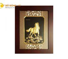 Tranh ngựa dát vàng lá 9999 quà tặng khách nước ngoài độc đáo