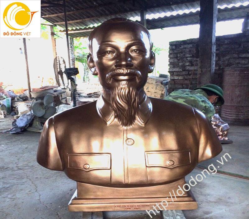 Tượng bán thân chủ tịch Hồ Chí Minh