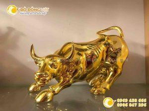 Tượng con trâu mạ vàng