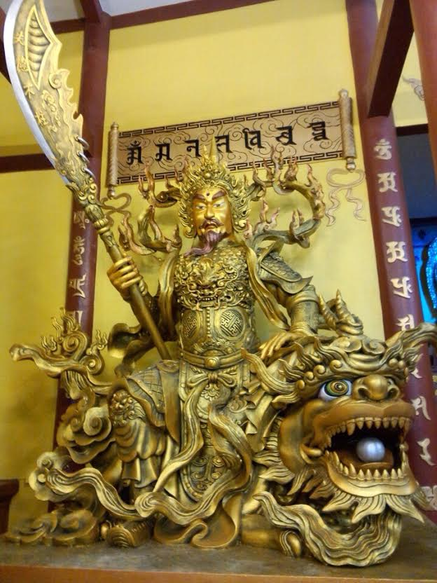 Tuong dong ong ac bang dong do cao 3m tai chua