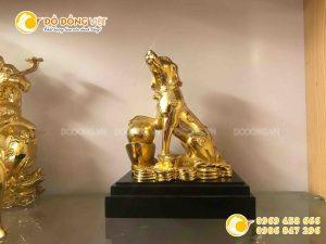 Tượng linh vật cho người tuổi tuất, tượng chó mạ vàng tài lộc